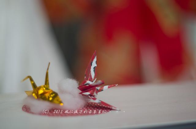 街角スナップ 大阪・梅田 ショーウィンドウの中の折鶴