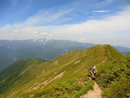 歩いてきた松手山からの稜線