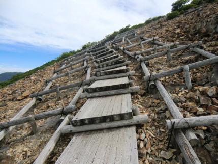 斜めってる階段