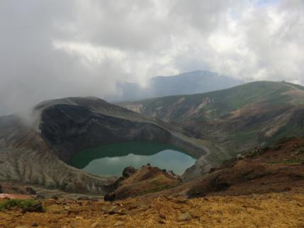 蔵王 御釜と苅田岳