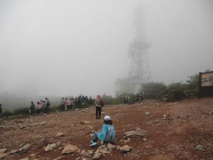 山頂は小学生でいっぱい