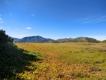 薬師平から黒部五郎岳と右、北ノ股岳