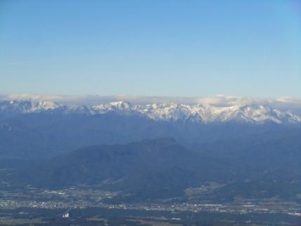 上州三峰山に谷川岳方向