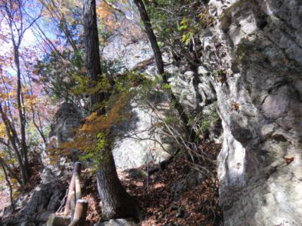 将門の隠れ岩への鎖場