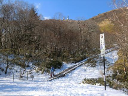 完全に凍結した登山口