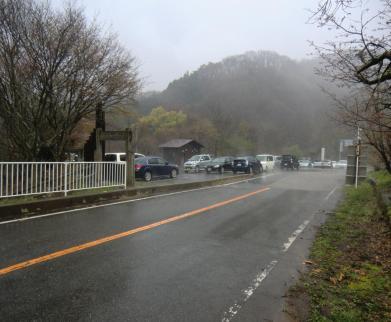 雨でも一杯の姫百合駐車場