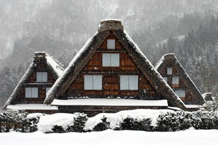 世界遺産 白川郷 ~厳しい冷え込みとなり、氷点下の冬日~茅葺き屋根も雪で白く ⑦
