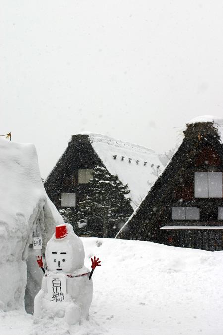 世界遺産 白川郷 ~厳しい冷え込みとなり、氷点下の冬日~茅葺き屋根も雪で白く ⑨