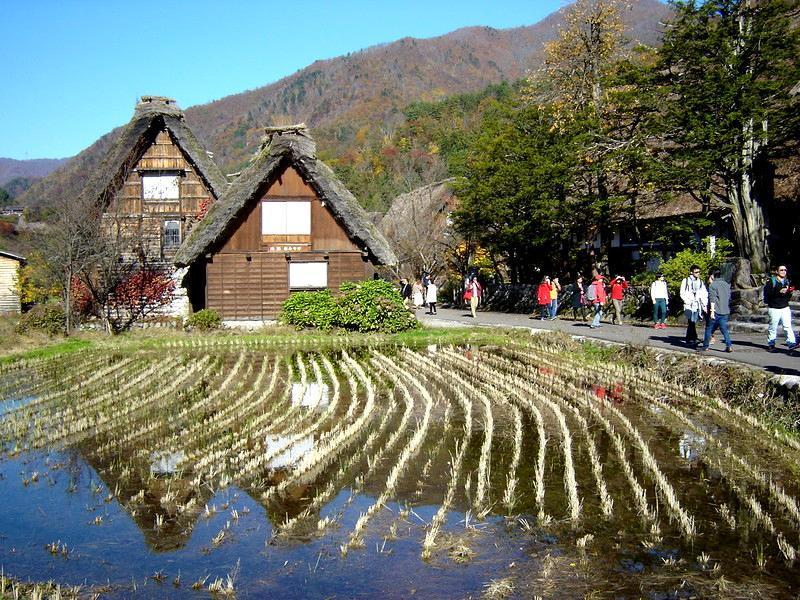 秋深まる世界遺産 白川郷の風景 ③