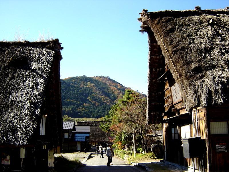 秋深まる世界遺産 白川郷の風景 ④