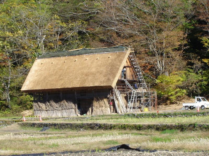 紅葉まっさかりの秋と雪景色が楽しめる季節!秋から冬にかけての白川郷は四季を感じられるよ ⑦