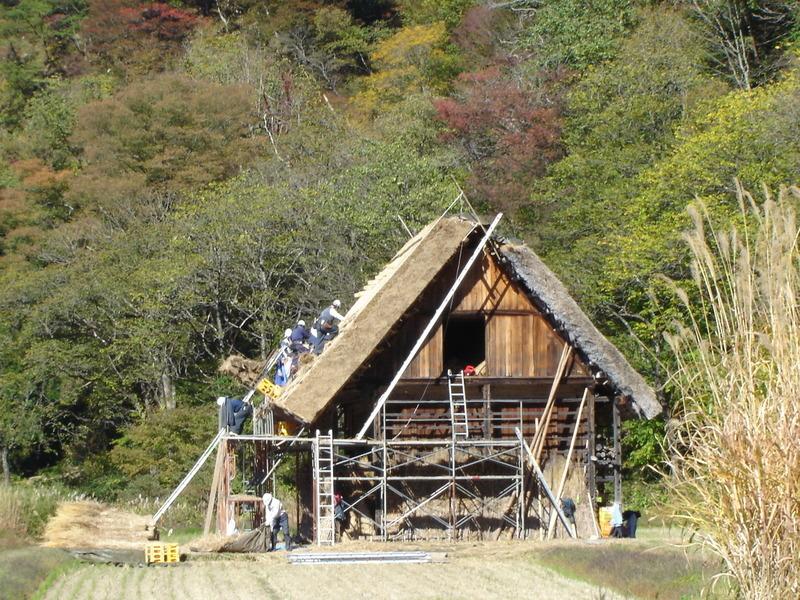 紅葉まっさかりの秋と雪景色が楽しめる季節!秋から冬にかけての白川郷は四季を感じられるよ ⑨