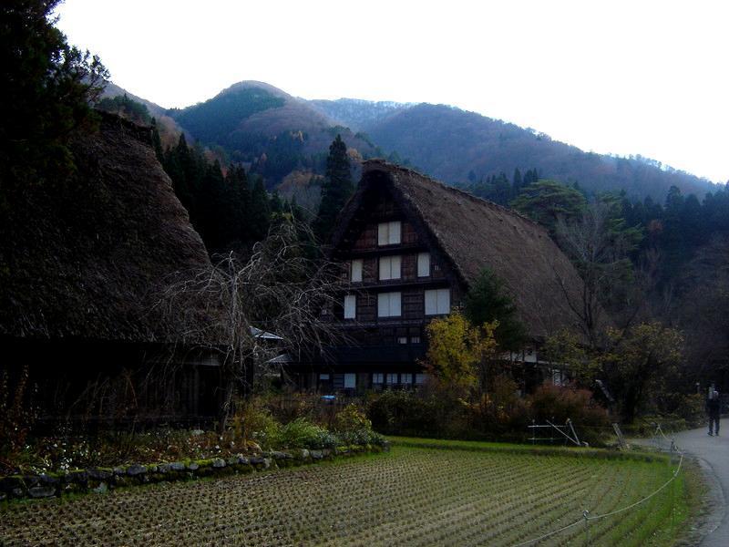 いよいよ朝・晩も冷え込み冬の訪れを肌で感じる季節になって参りました世界遺産 白川郷 ⑥