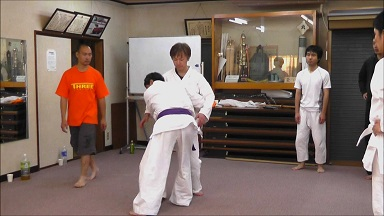東京稽古54 2013年11月 かわし6 腰に抱きつかれて