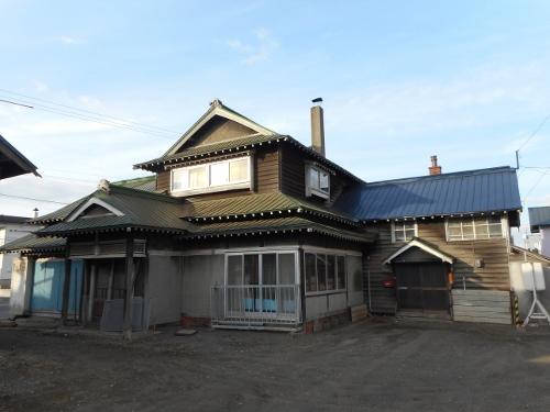 厚別駅近くの入母屋屋根