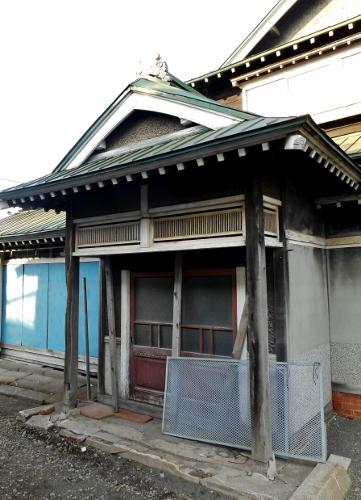 厚別駅近くの入母屋③