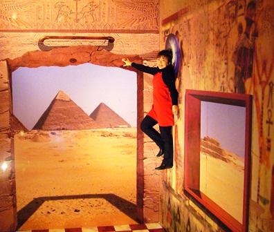 ピラミッド空中浮遊
