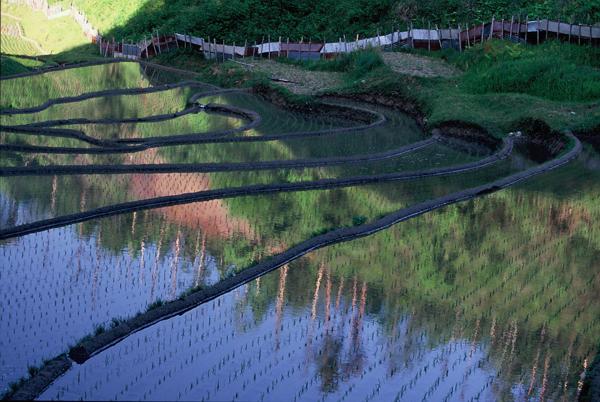 【山間に映える水鏡の景色】1