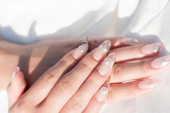 指を細くする効果も!手を温めるハンドマッサージ