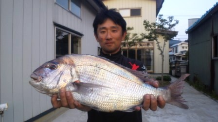 2012.06.03 艫作沖磯 ジュンさん 赤61cm