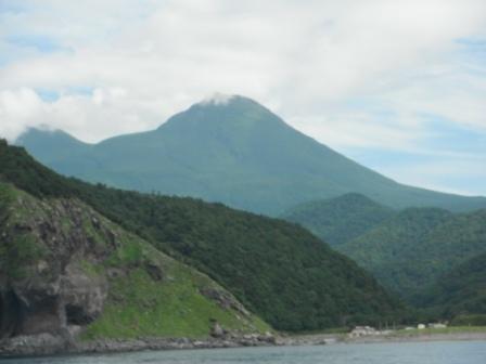 2012.08.17 岩尾別川河口からの羅臼岳