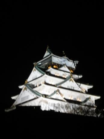 白く輝く大阪城!