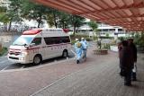 神戸市営住宅・ベルデ名谷 救急搬送される住民を見守る