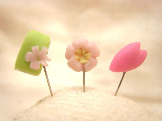 桜の和菓子のまち針