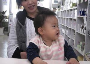 赤ちゃんとママ横顔