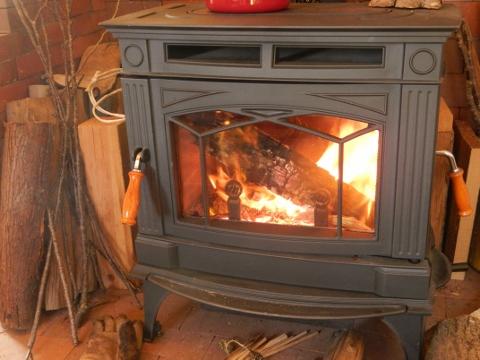 暖炉のあかりはこころを癒す