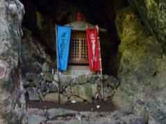 急登りの登山道 近く虚空菩薩が奉られている。