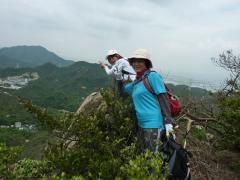 11:20 (50分)展望岩 休憩 剣山を目指し急傾斜を這い登る。
