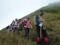 12 12:30 下山 雨模様の登山は頂上で霧に覆われた だけで回復しました。
