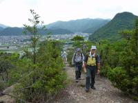 薬師山 稜線の歩き 展望もよく、束の間、涼しい風を感じて歩く