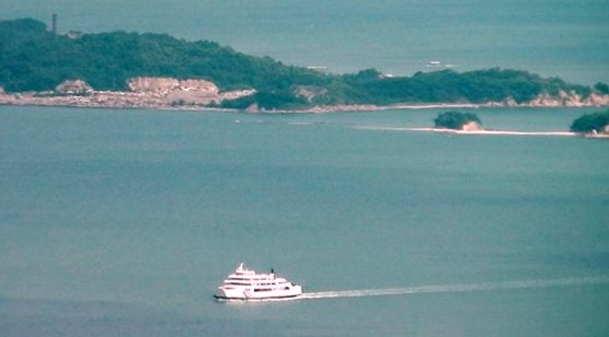 瀬戸内海から児島湖 岡山港へと定期連絡船が入港