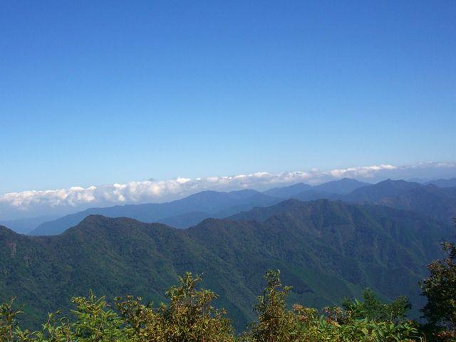 大座礼山 山頂から 東光森山方面 山並み