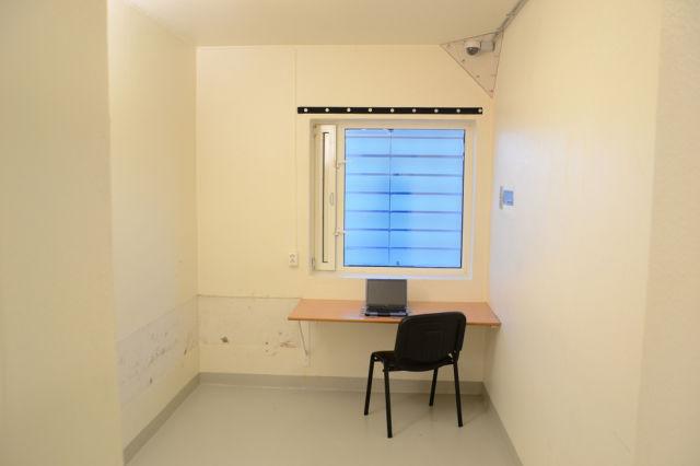 inside_breiviks_cell_in_norwegian_prison_640_04.jpg