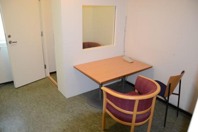 inside_breiviks_cell_in_norwegian_prison_640_06.jpg
