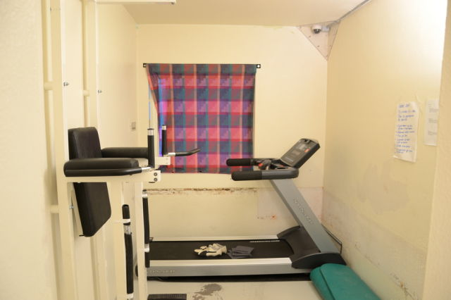 inside_breiviks_cell_in_norwegian_prison_640_08.jpg