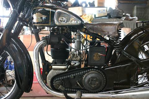 バルブ剥き出しの戦前エンジン