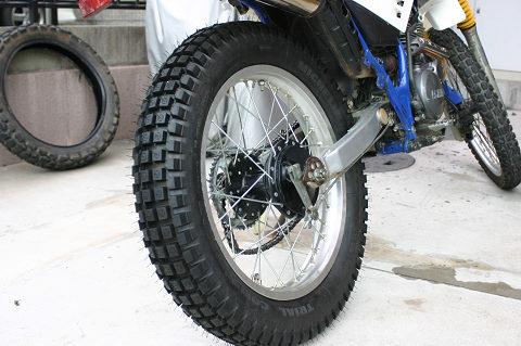 タイヤ交換は力技と覚えきり