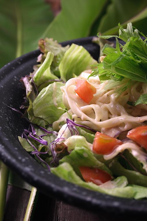 沖縄そばサラダ