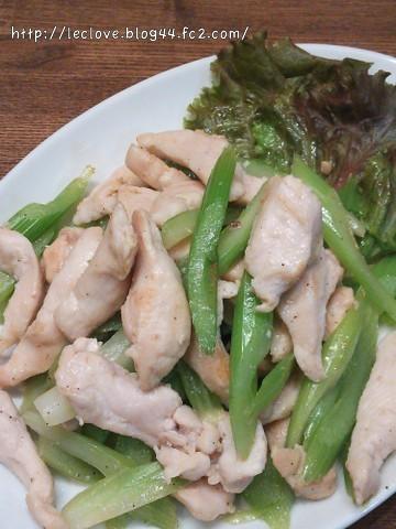 塩麹漬け鶏胸肉とセロリの炒め物