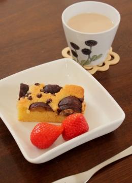 栗の渋皮煮とチョコチップのアーモンドケーキ②
