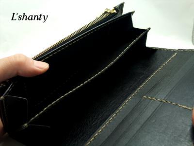 L'shanty ベルトタイプの長財布 札入れアップ