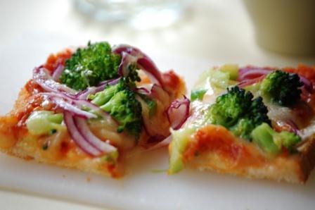 ブロッコリーのピザトースト w