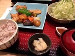 お昼から、お野菜たっぷりガッツリメニューで幸せです