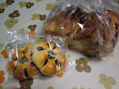 お届け物パン①