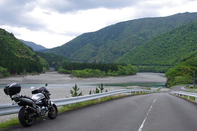 19広大な河原が広がる