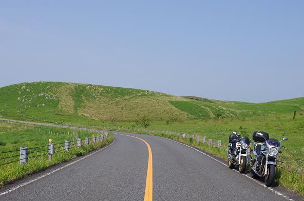 24緑の小山の麓で